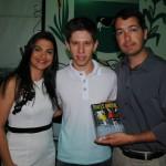 Prefeito Mauro Henrique, acompanhado da Primeira Dama e secretária de Assistência Social Stela Dutra, conversou com o jovem escritor  na Tenda Cultural
